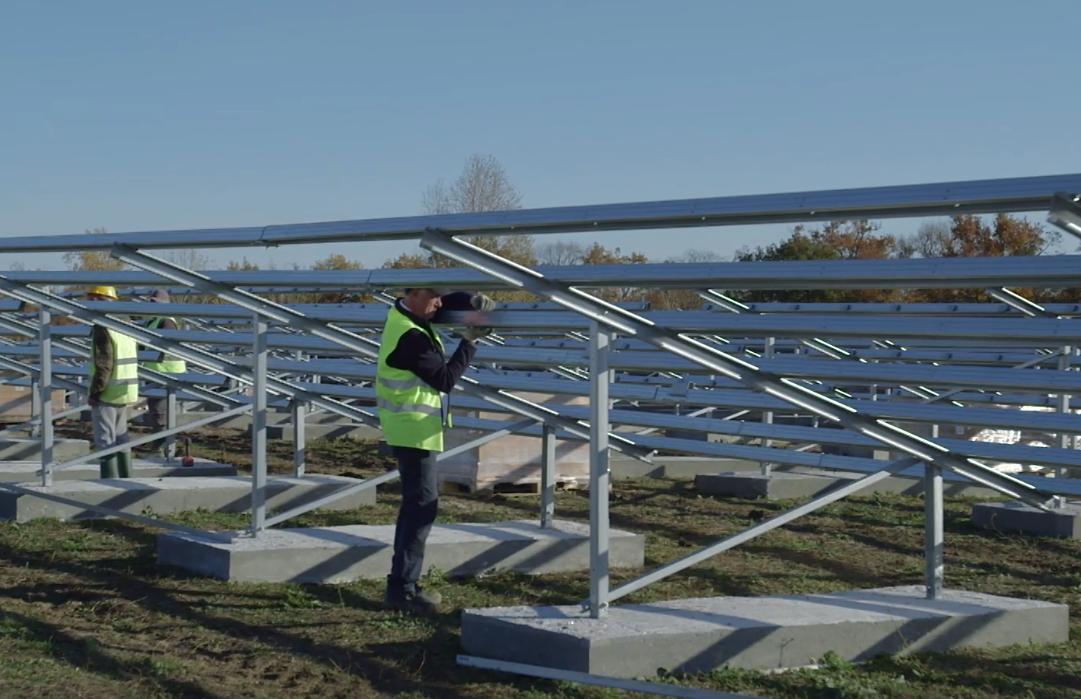 Un dôme de déchets se transforme en centrale solaire